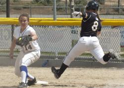Jamie Klopatek makes play at first.