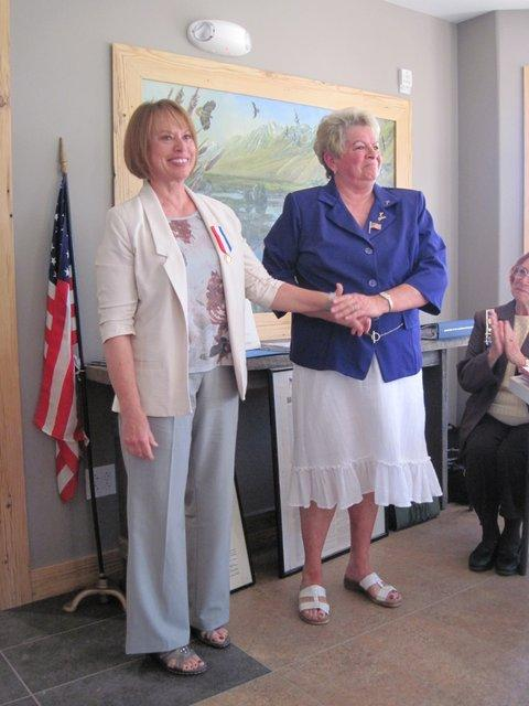 Sharon Brewer (R) awards Marilee Swirczek the DAR Medal of Honor