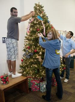 WNC Carson Students Decorate the Giving Tree